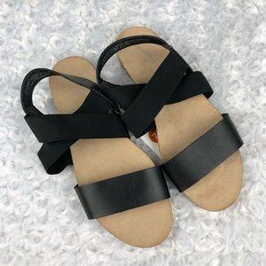 Universal Thread Kerryn Black Strap Sandals 7.5